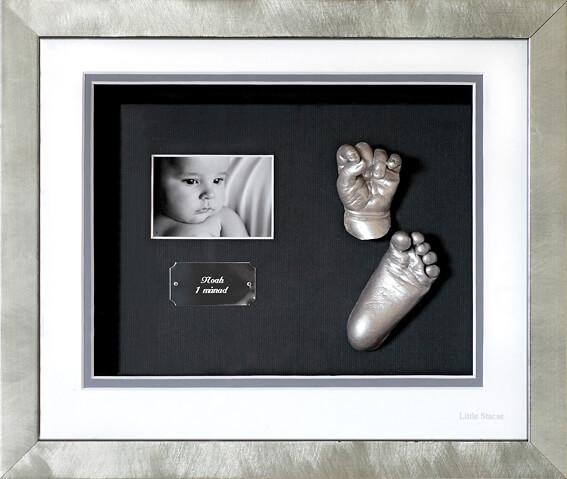 Avgjutning i gips av barns hand och fot